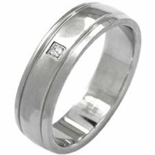 Stainless steel ring with diamond